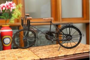 Metal Cycle Showpiece