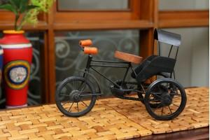 Metal Rickshaw Showpiece