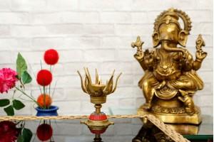Lotus Shape Diya With Stonework: Brass