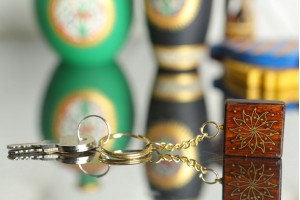 Wooden Key Chain with Tarkashi Flower